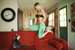 http://thumbnails70.imagebam.com/18367/103f71183660234.jpg